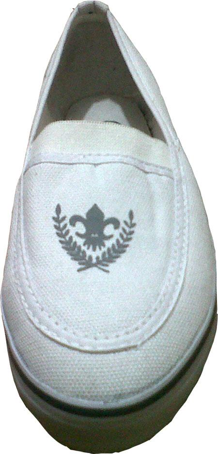 Sepatu kanvas wanita